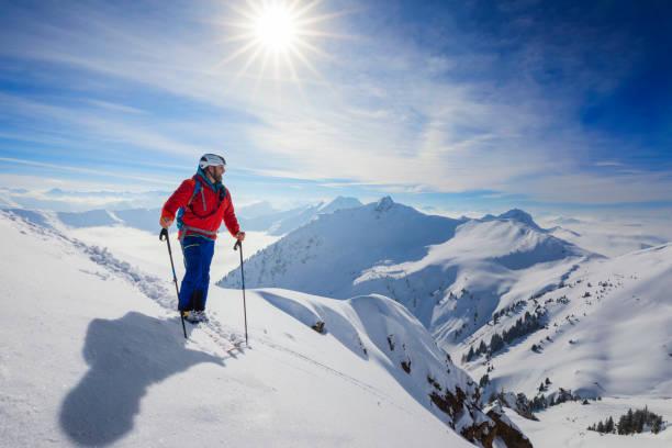 Cross country skiier ski touring in alps picture id930531142?b=1&k=6&m=930531142&s=612x612&w=0&h=zyxwrmnpsmuudm5bovmlwsztr4hjrnknrodzsbjqooc=