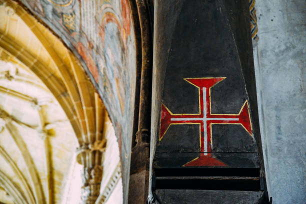 cross of malta at manueline nave inside the 12th-century convent of christ - tomar, portugal. unesco world heritage site - knights templar stock pictures, royalty-free photos & images