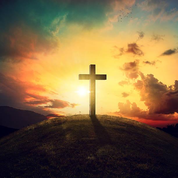 croix sur la colline - jesus croix photos et images de collection