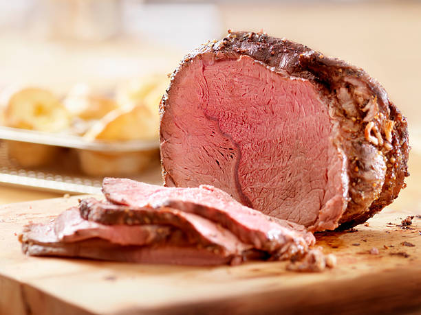Cross Rib Beef Roast with Yorkshire Puddings Cross Rib Beef Roast with Yorkshire Puddings -Photographed on Hasselblad H3D2-39mb Camera roast beef stock pictures, royalty-free photos & images