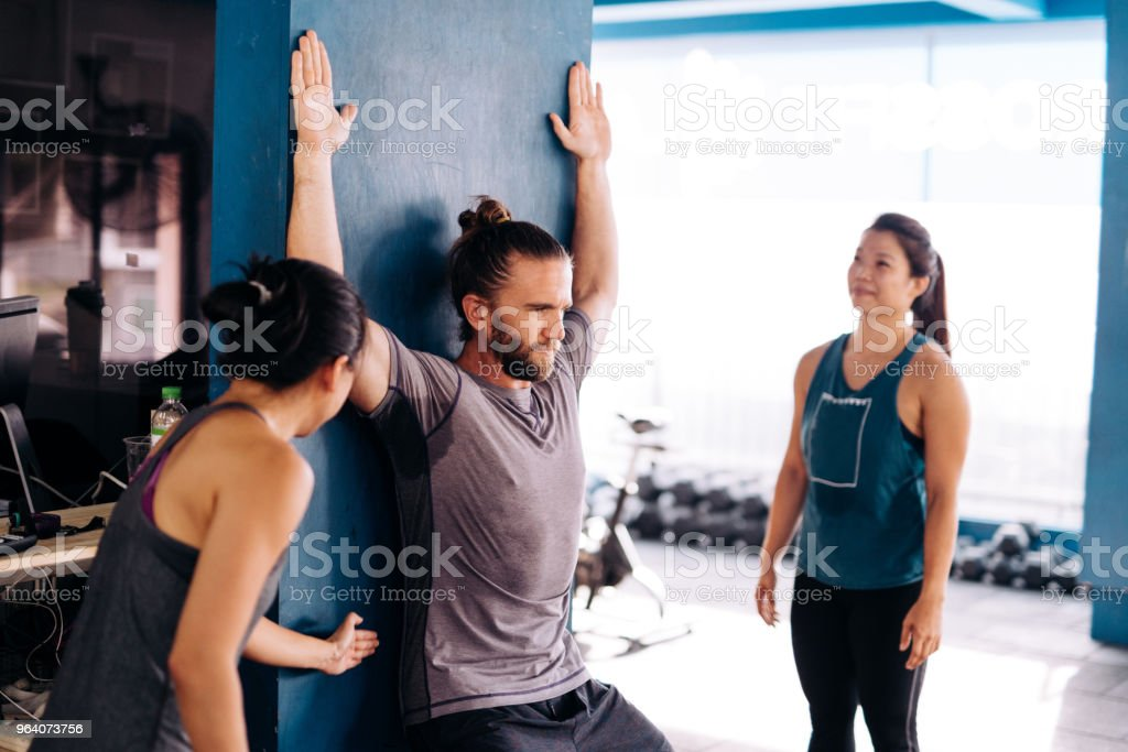 Cross training and stretching with private instructor - Royalty-free 20-29 Years Stock Photo