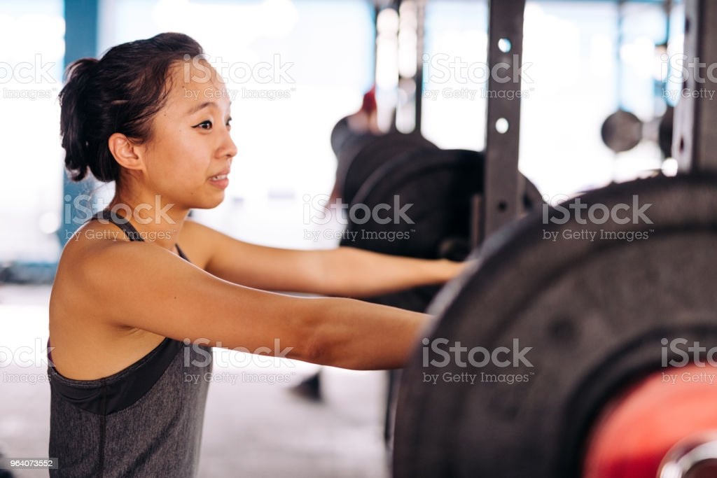 クロス トレーニングや重量挙げ - 20代のロイヤリティフリーストックフォト