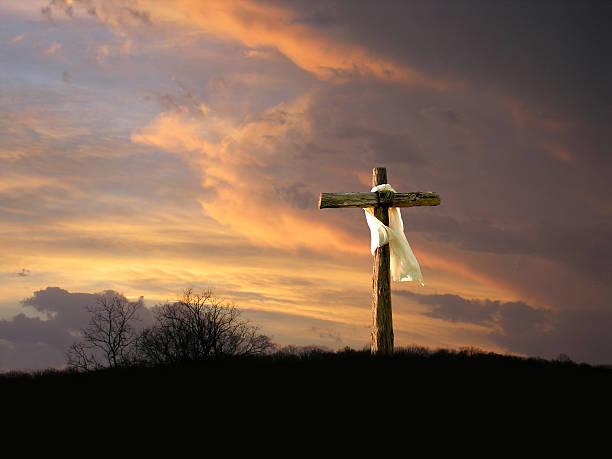 avec le lever du soleil - jesus croix photos et images de collection