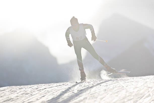 langlauf ski racer - skirennen stock-fotos und bilder