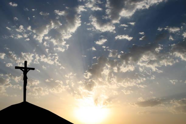 gekreuzten jesus - überqueren stock-fotos und bilder
