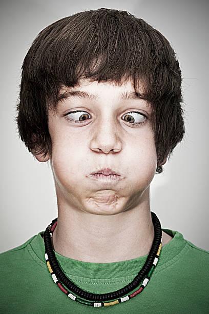 Schielen Junger teenager-Jungen – Foto