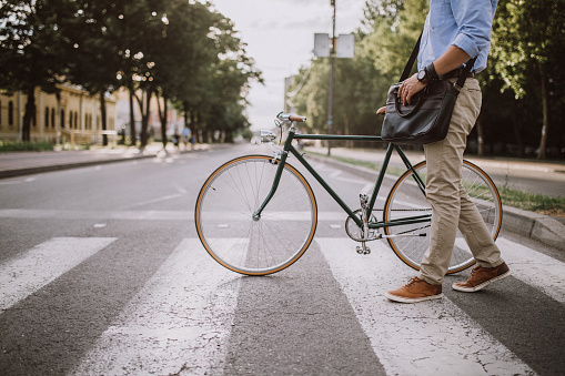 Crossing the Street with the bicycle