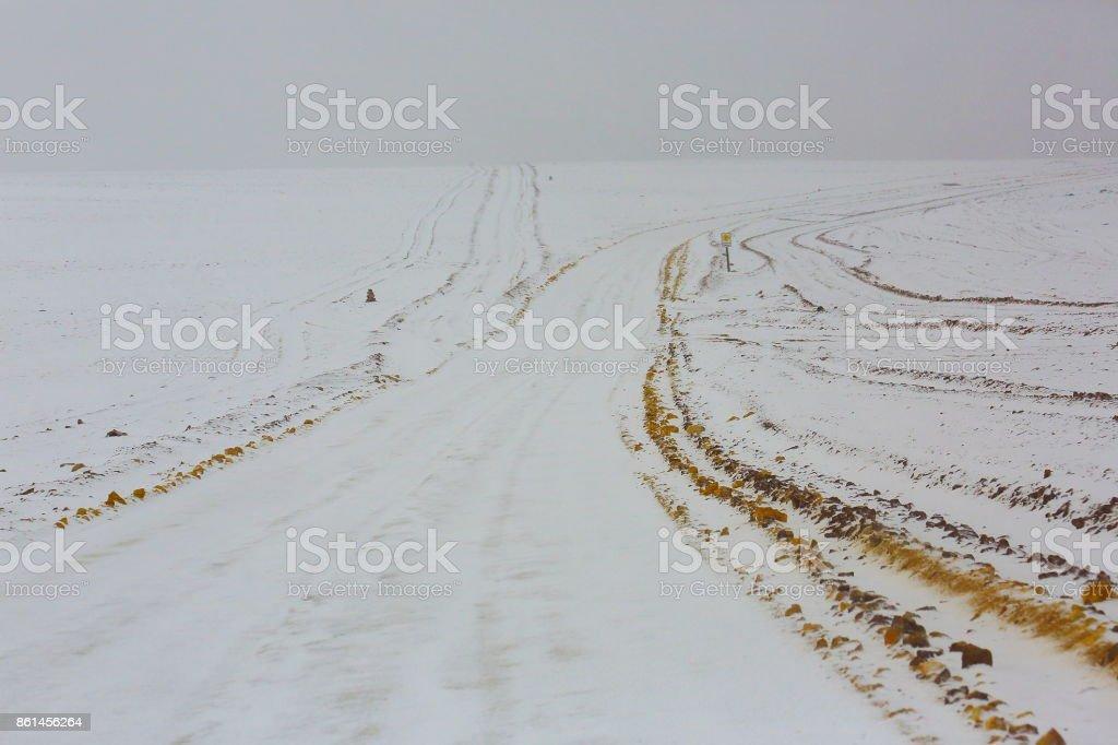 Cruce De Caminos Camino De Tierra Nieve Montana Blanca Pass Road