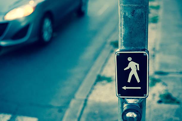 crosswalk, button - voetganger stockfoto's en -beelden