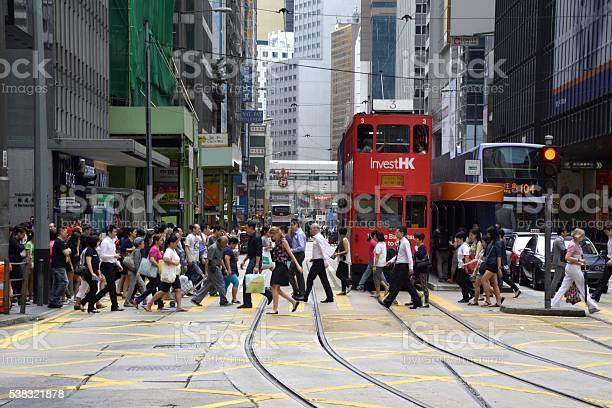 Crowd crossing the street in hong kong central picture id538321878?b=1&k=6&m=538321878&s=612x612&h=trprrv4wmiwnnaohlmvih3fbsrxqcir30otxzzbqqlc=