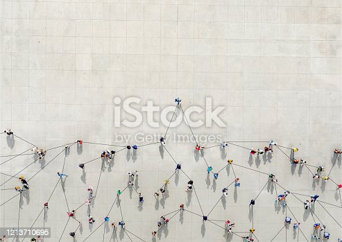 Crowd from above forming a growth graph with lines connecting between them to show how th COVID-19 can expand
