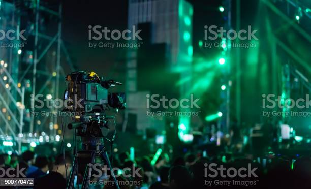 Crowd of hands up concert stage lights and people fan audience in picture id900770472?b=1&k=6&m=900770472&s=612x612&h=ndrubih1yhhkdf59 e7fhzemnfc9tr4cvnyqad6k74q=