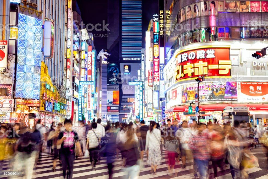 Masse der Menschen Kreuzung Straße in Tokio, Japan – Foto