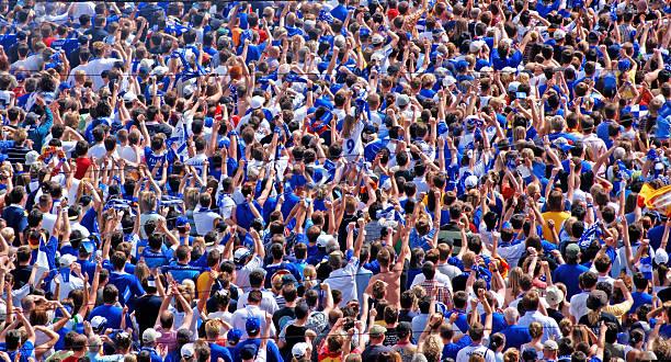 menge von menschen-fußball-fans - partylabels stock-fotos und bilder