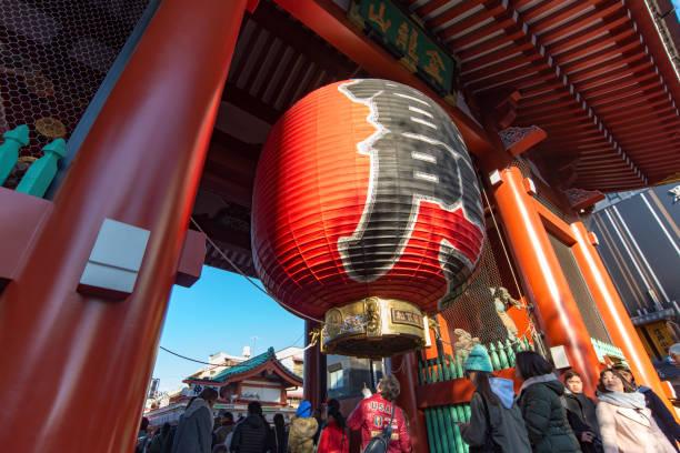 人観光客と東京の市民の群れ - 名所旧跡 ストックフォトと画像