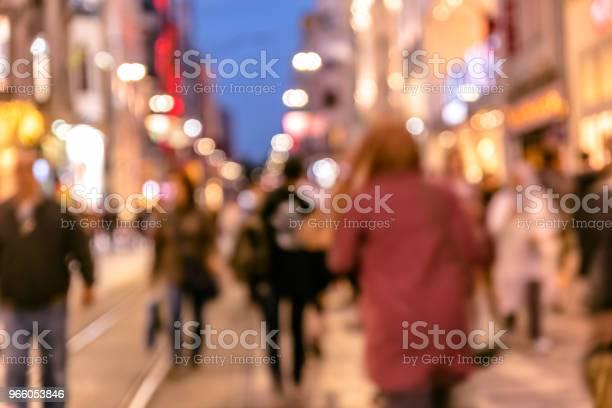 Skara Människor Promenad På Livliga Istiklalgatan-foton och fler bilder på Abstrakt
