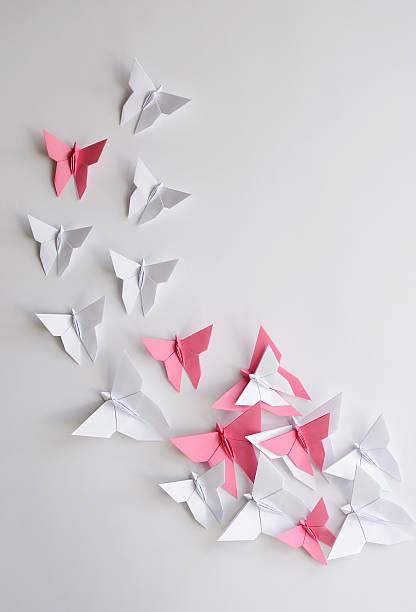 Foule de blanc et ros'origami des papillons - Photo