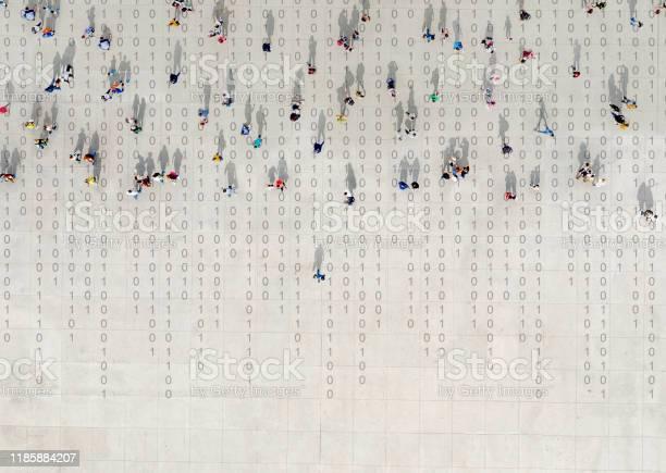 Crowd Walking Over Binary Code — стоковые фотографии и другие картинки Асфальт