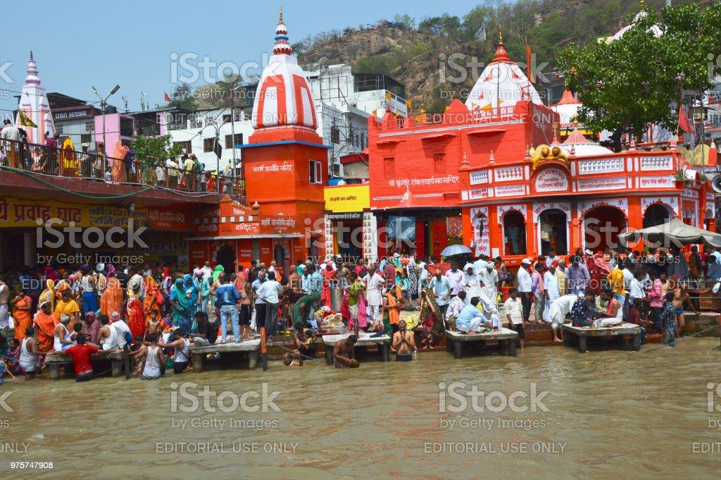 überfüllten Raum von Uttar Pradesh Ufer des Flusses Ganga spiritueller Ort der Hindu-Göttin Ganga. - Lizenzfrei Anhöhe Stock-Foto