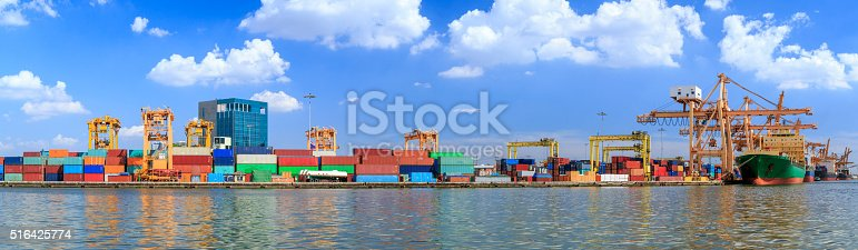 istock Crowded Containers 516425774