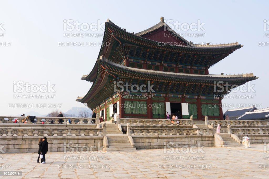 Crowded of tourist walking in the Gyeongbokgung Palace in Seoul zbiór zdjęć royalty-free