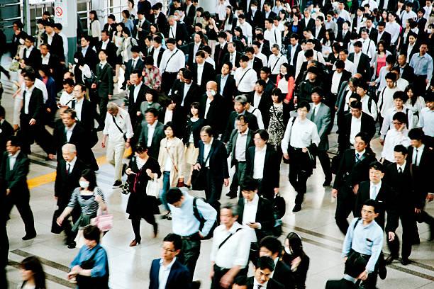 混雑した歩行者用通路、ビジネス、東京の人々 - 通勤 ストックフォトと画像