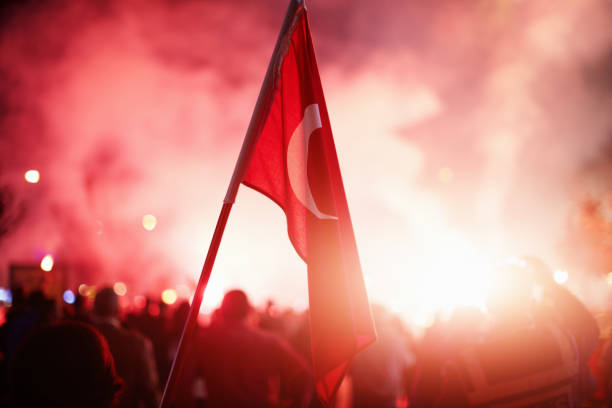 Crowded people celebrating or protest with Turkish flags in hand – Foto