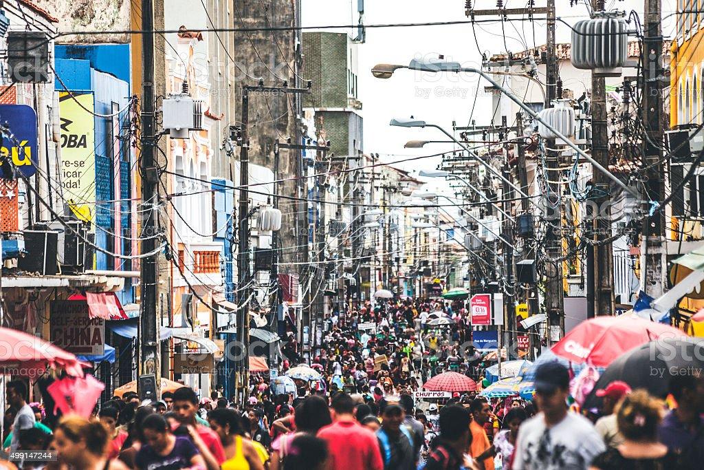 Movimentada rua de compras. São Luis, Brasil. - foto de acervo