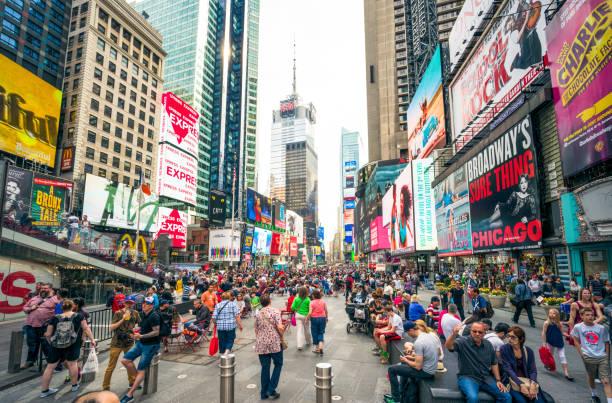 Cidade lotada de Times Square, Nova York - foto de acervo