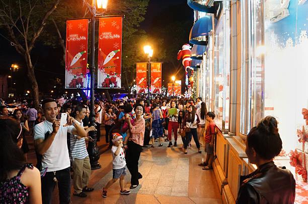 beengt städtisches motiv, vietnam urlaub - weihnachten vietnam stock-fotos und bilder