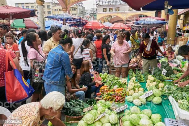 Crowded weekly food market in quiapo manila asia picture id1210080067?b=1&k=6&m=1210080067&s=612x612&h=xaaxiujleqxzapb78wulvhhldtqjjphb2hb8sedgsqo=