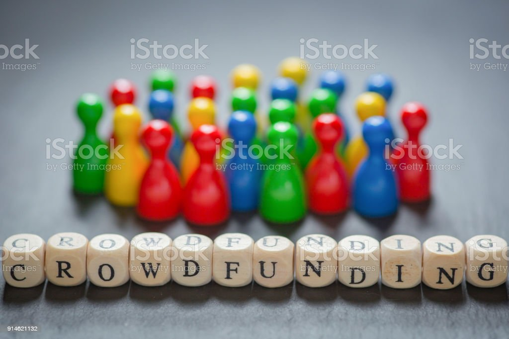 Crowdfunding with cube Letters - Foto stock royalty-free di A forma di blocco