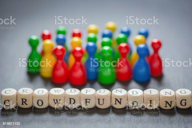Crowdfunding With Cube Letters - Fotografie stock e altre immagini di A forma di blocco