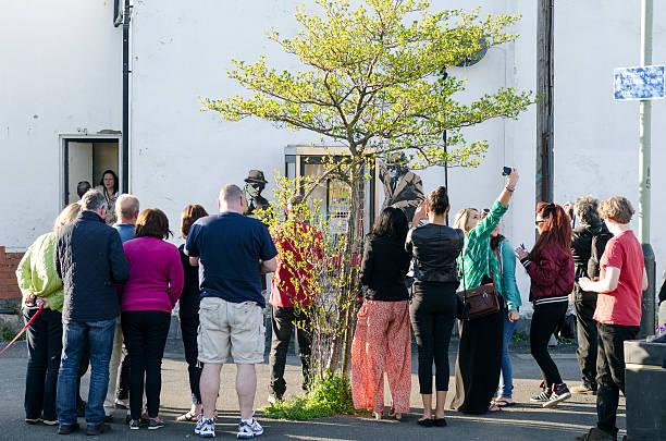 Folla raccolti circa un possibile Banksy opere d'arte, Cheltenham - foto stock