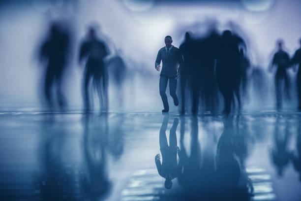 Massen der Geschäftsbetrieb im unterirdischen Gang – Foto