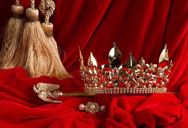 couronne et sceptre de velours rouge - sceptre photos et images de collection