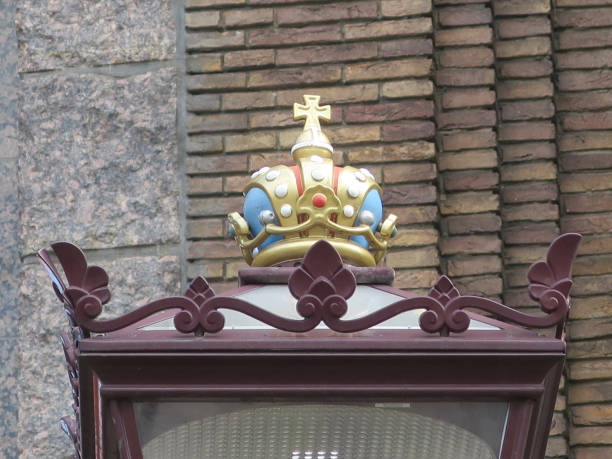 kroon op de top van een lantaarn in Amsterdam foto