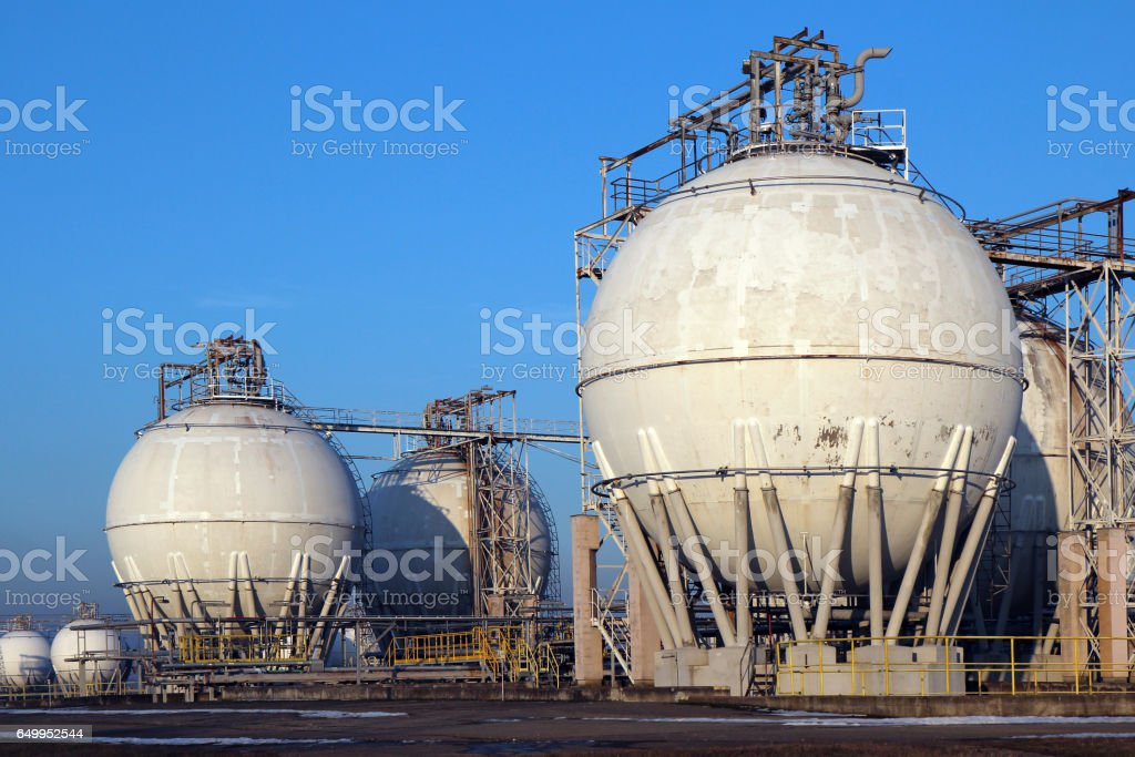 Crude Oil Storage Tanks In Oil Refinery Backyard Stock Photo - Download  Image Now
