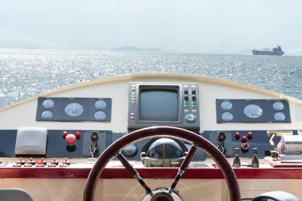 cruise control room - steuerungstechnik stock-fotos und bilder