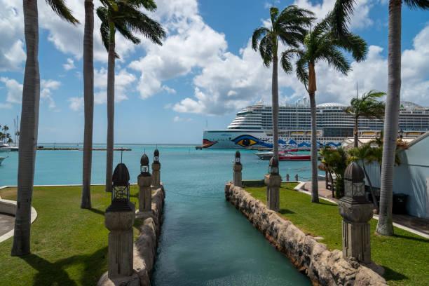 Kreuzfahrt im Hafen von Oranjestad. Aruba – Foto