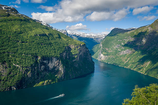 Cruise liner at Geiranger fjord, Norway. – Foto