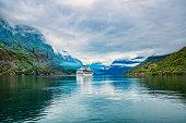 クルーズ船に ハルダンゲル · fjorden
