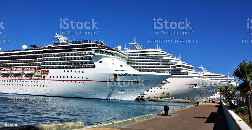 Cruise Ship comes in for Docking at Nassau - Royalty-free Bahamas Stock Photo