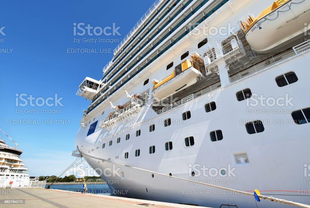 Cruise ship Costa Favolosa of the shipping company Costa Crociere - Foto stock royalty-free di Abitacolo