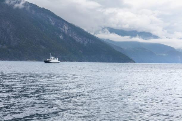 kryssningsfartyg för att besöka fjordar i norge - ferry lake sweden bildbanksfoton och bilder