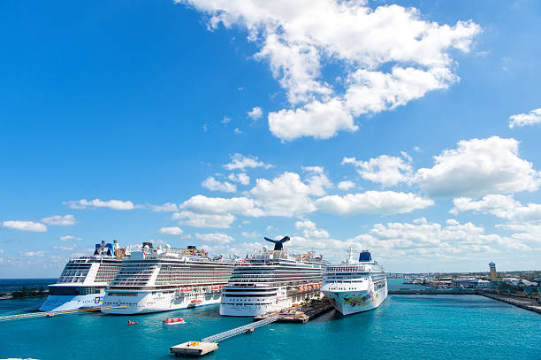 Cruise ships in port of Nassau – Foto