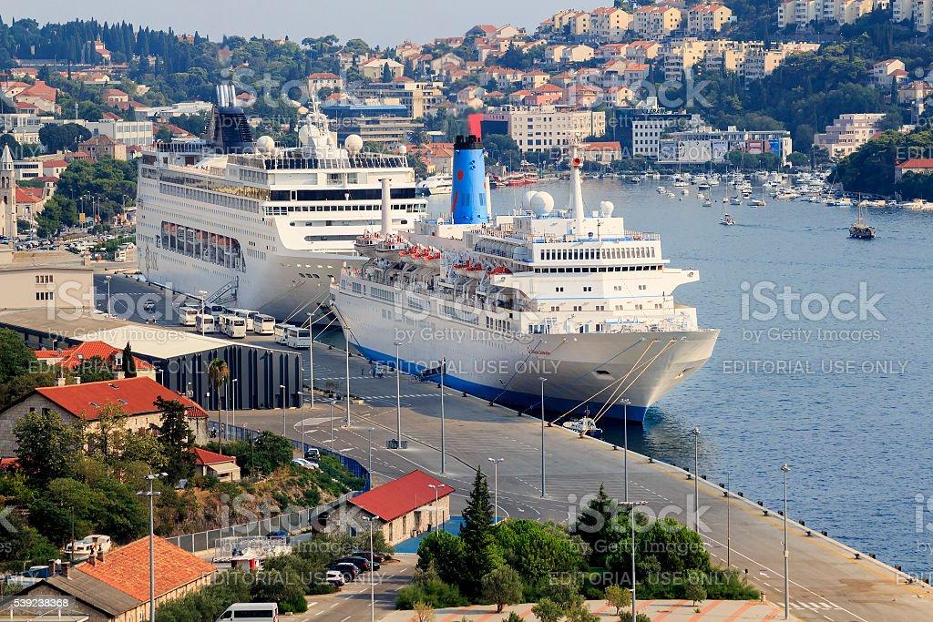 Cruceros en Dubrovnik Gruz puerto foto de stock libre de derechos