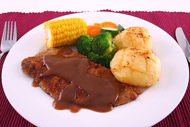 panierte steak-abendessen - kürbisschnitzel stock-fotos und bilder