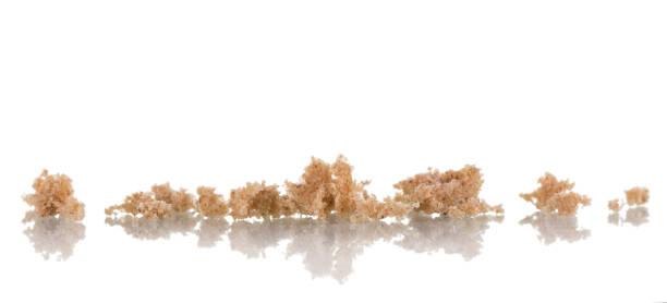 crumbs to the smell of fresh rye bread isolated on white - pangrattato preparazione degli alimenti foto e immagini stock