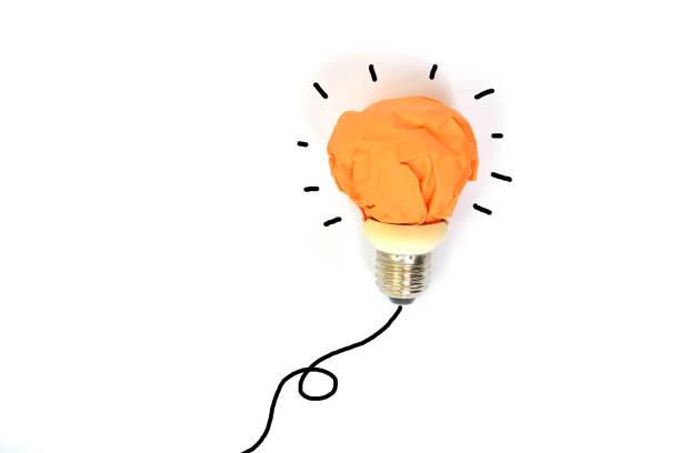 zerknittertes Papier Glühbirne Metapher für gute Idee – Foto